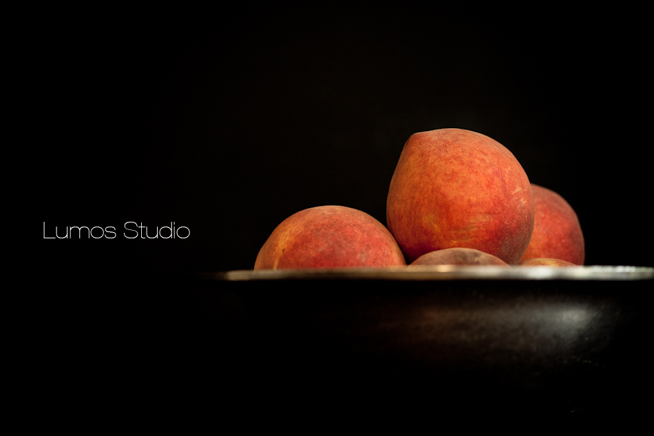 A bowl of peaches