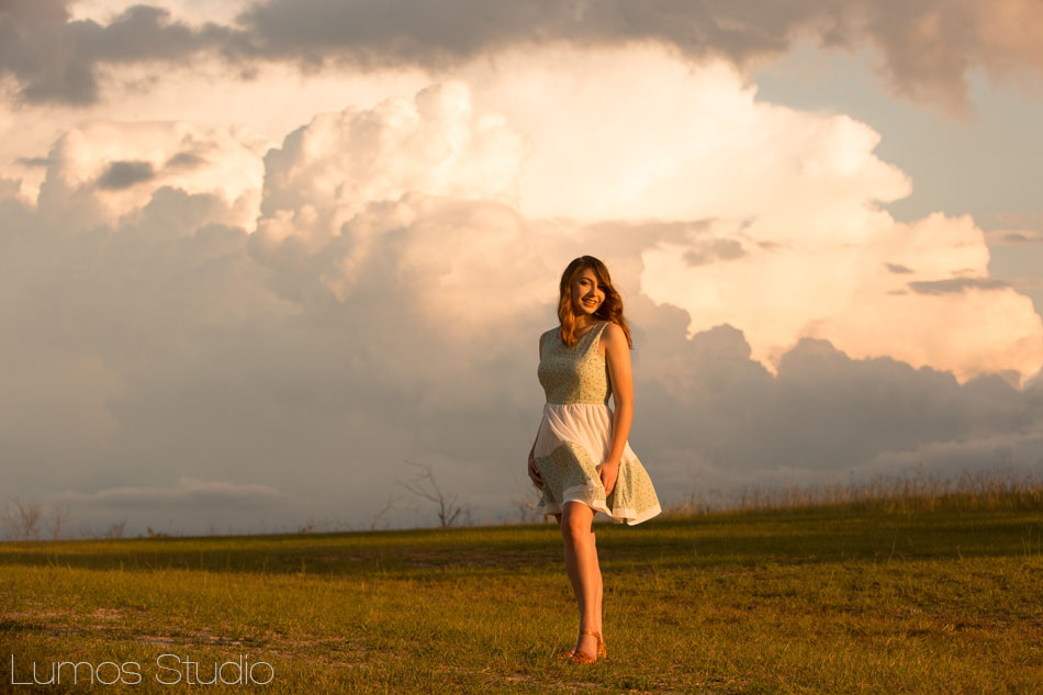 senior-girl-against-sky